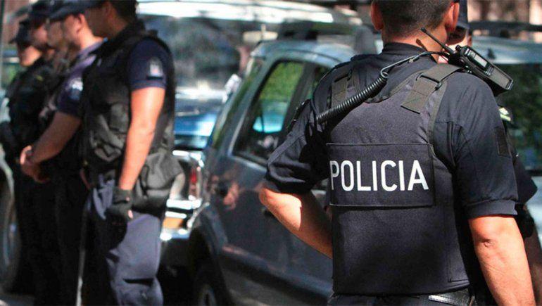 Detienen a un policía y lo acusan de travesticidio