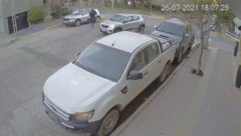 Casi atropellan al hombre que escapó del intento de robo en pleno centro
