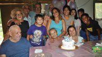 pionera de covunco, maria soplo 104 velitas y celebro con cuatro generaciones