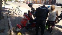 increpo a los policias que le sacaron la moto por falta de papeles