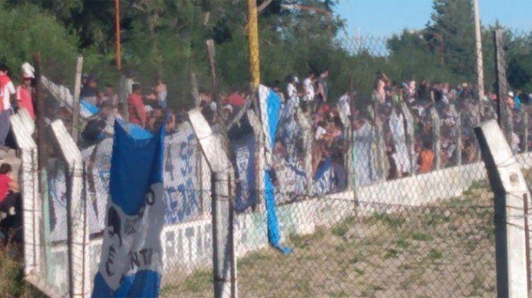 La hinchada de Don Bosco copó la tribuna visitante en el clásico con Unión de Zapala.