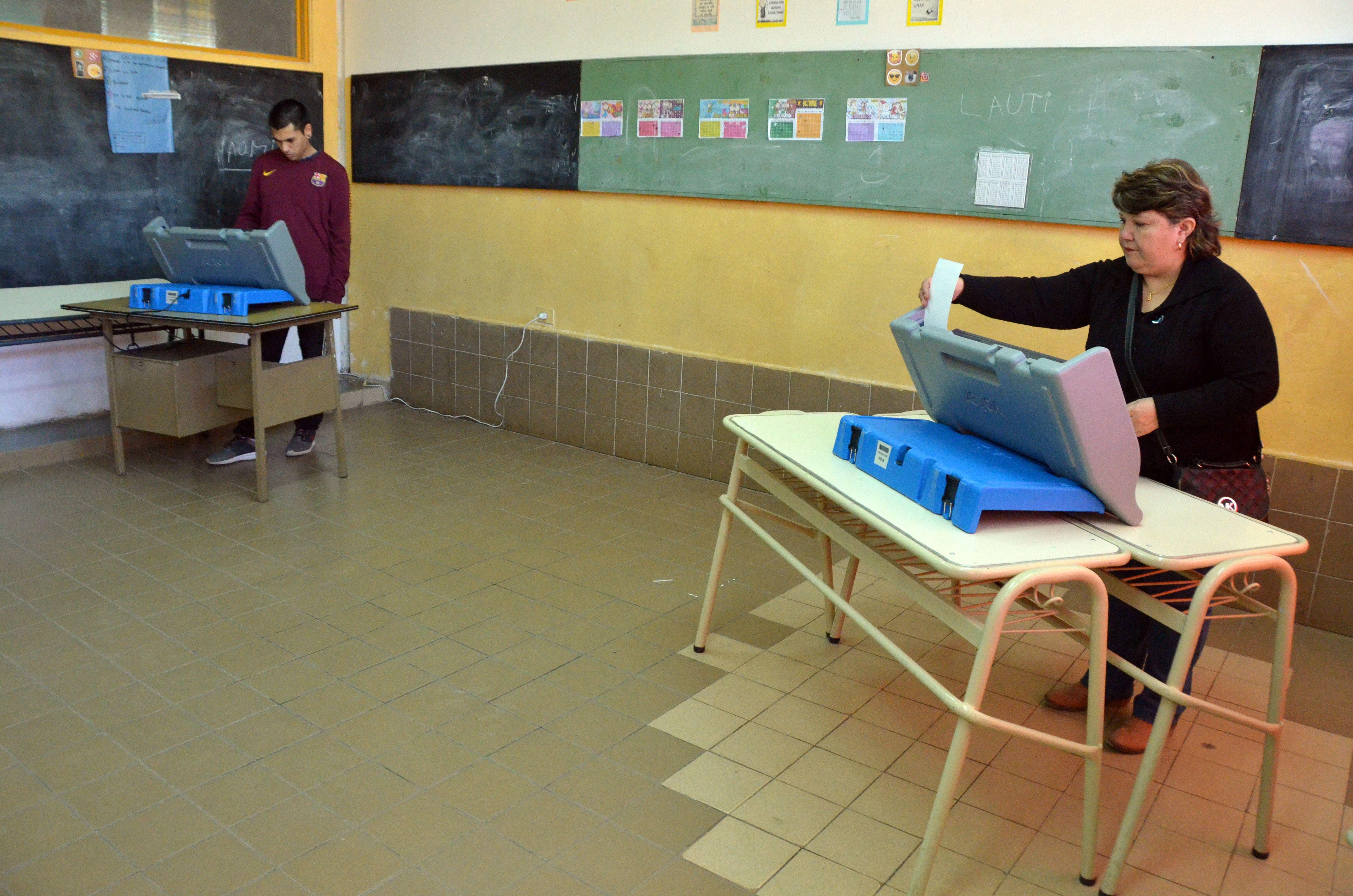 #neuquenvota: abrieron las escuelas y comenzo la eleccion a concejales