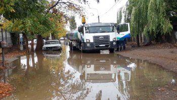 Calles anegadas y más de 42 familias asistidas en Plottier