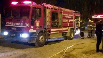 bomberos fueron a apagar un incendio y los recibieron a los tiros
