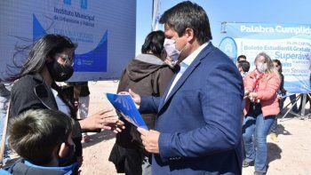 Mariano Gaido entregó los primeros 100 lotes en la meseta