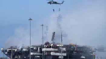 Buque en llama afecta costa de San Dego en EEUU