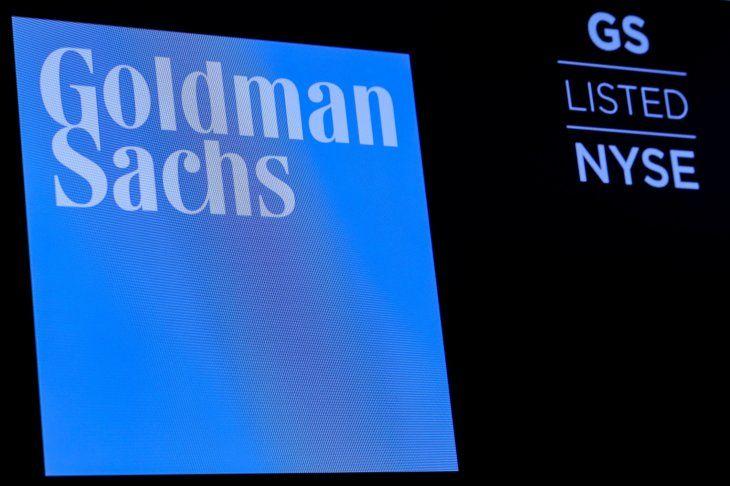 El logo de Goldman Sachs en una pantalla en la Bolsa de Valores de Nueva York. El grup de banca de inversiones dio su pronóstico. Brendan McDermid/Archivo Reuters