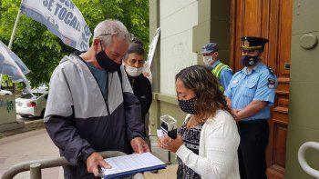 jubilados estatales exigen una respuesta de la provincia por el pago del bono