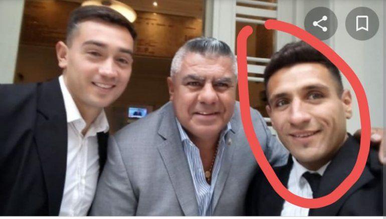 La imagen que circuló del juez Núñez con Tapia, sonrientes en la puerta de la AFA.