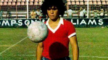 El estreno de Diego en Argentinos y cuando hacía jueguitos en la previa.