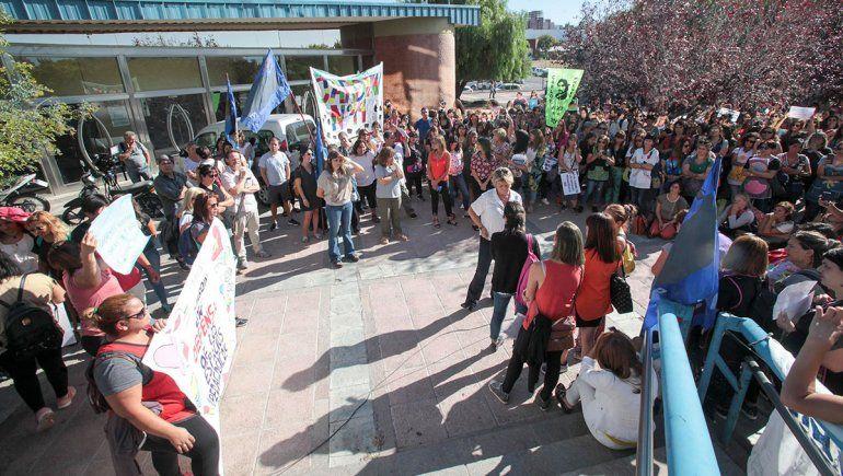 Docentes reclamaron contra la intervención de los jardines