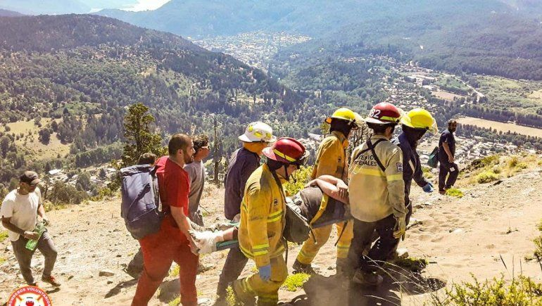 Bomberos rescató a un parapentista que se accidentó en la montaña