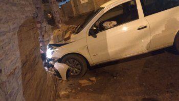 Cuenca XV: estaban durmiendo y un auto se incrustó en la casa