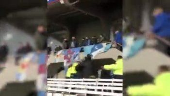 video: feroz pelea de barras que enciende alarmas para la vuelta del publico
