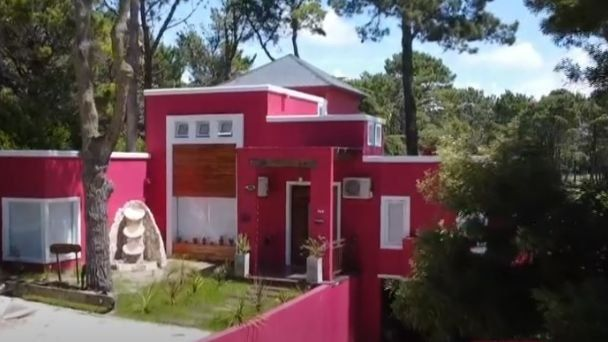 La usurpación empezó en el verano y ahora se encontró con la casa pintada y remodelada.