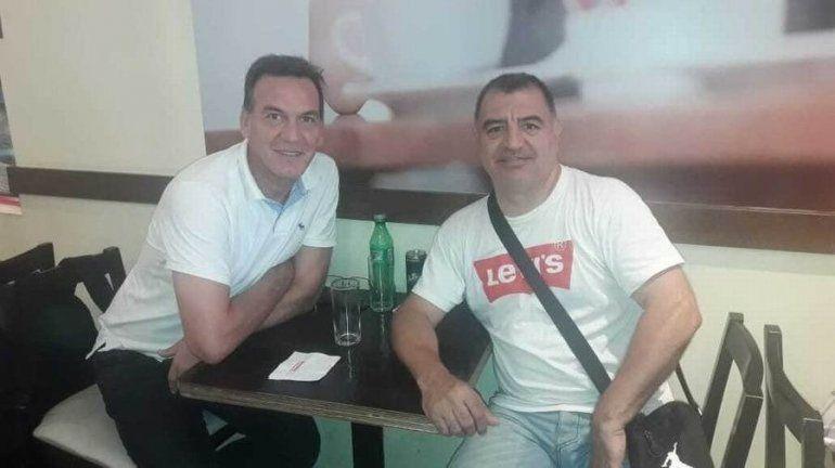 Champú Paredes con Marcelo Milanesio, gloria del básquet nacional.