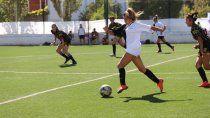 ¡golazo, chicas! la asociacion de futbol femenino lanzo su primer gran encuentro