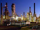 Kicillof busca que Buenos Aires juegue más fuerte en el sector energético y cultiva el perfil de una provincia petrolera. (Imagen: Refinería La Plata de YPF.)