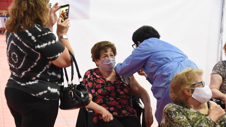 La vacunación en detalle: 406 ancianos recibieron su dosis este miércoles