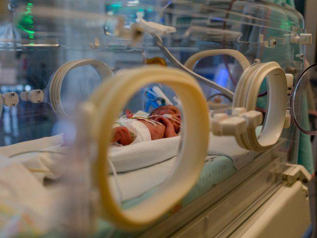 Australia: matan a un bebé por darle gas de la risa en lugar de oxígeno