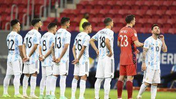 Con Messi desde en el 11 y 6 cambios, Argentina va ante Paraguay