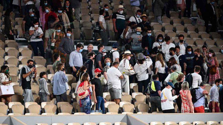 Por el toque de queda en París, tuvieron que retirarse en medio del partido de Djokovic y Berrettini