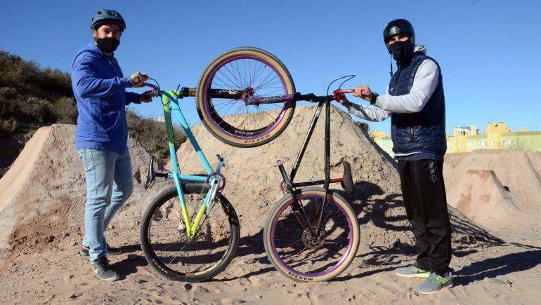 Amor por la bici: responsabilidad, vida sana y diversión en la barda neuquina