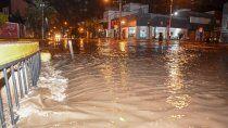 diluvio en neuquen y la region: calles anegadas y cortes de luz