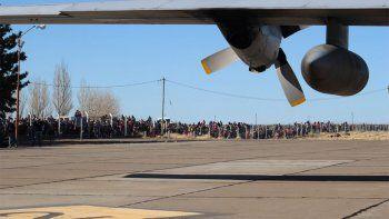 Qué traía el avión Hércules que revolucionó Zapala y convocó a una multitud