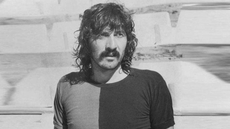 Murió el Trinche Carlovich, leyenda del fútbol rosarino al que compararon con Maradona
