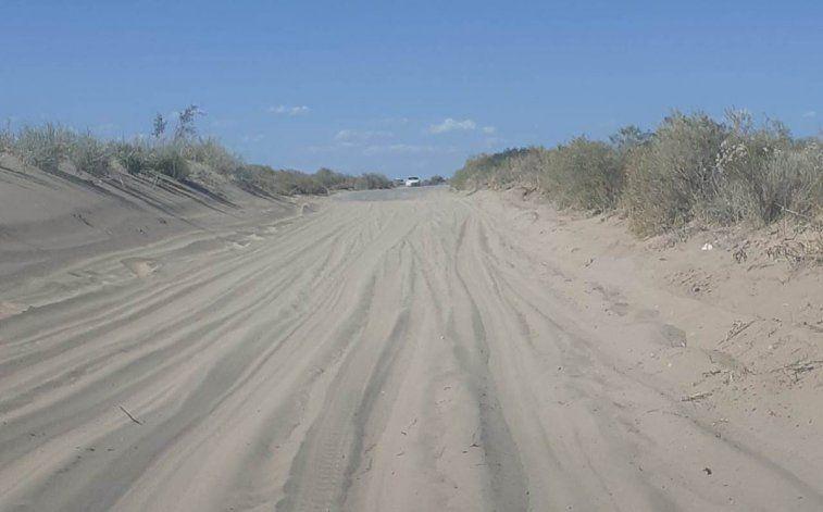 La arena disuelta hace intransitable el sector. Los más damnificados son los turistas que desconocen el terreno.