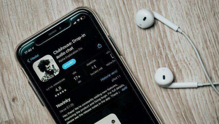 Clubhouse y Twitter Spaces graban tus conversaciones