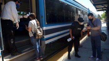 un viaje en el tren del valle, con menos pasajeros y estrictos protocolos
