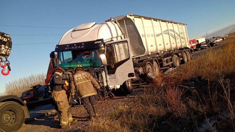 Tragedia en Villa Manzano: un joven de 25 años murió tras chocar contra un camión