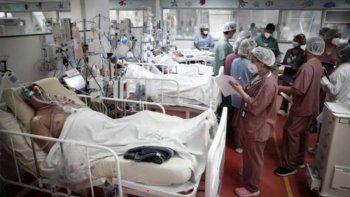 sin sedacion, los pacientes intubados permanecen despiertos y atados