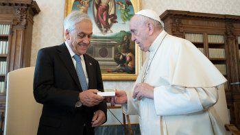 pinera se reunio durante casi una hora con el papa