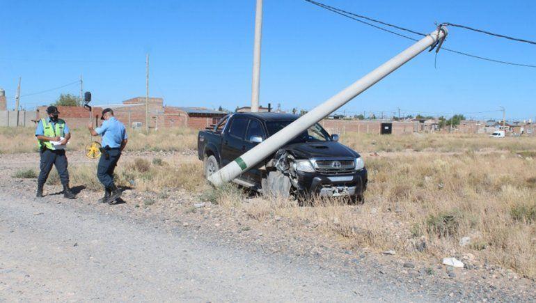 Centenario: un hombre de 60 años chocó borracho un poste de luz