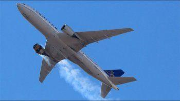 un avion logro aterrizar tras la explosion en un motor en estados unidos