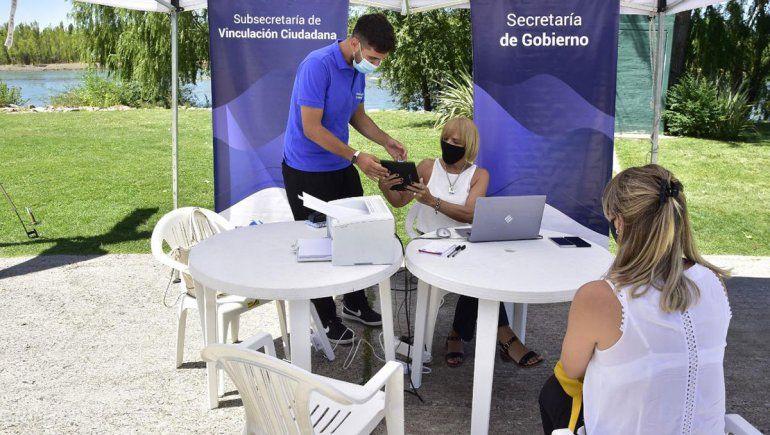 Más de 400 personas por día pasan por los puntos de atención ciudadana en los balnearios