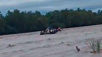 se les pincho el gomon cuando cruzaban el rio: hay varios desaparecidos