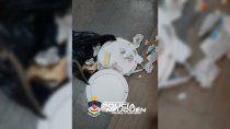 lo agarraron intentando robar las lamparas de un cajero automatico