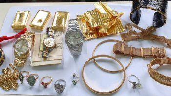 Detuvieron a una azafata al intentar salir del país con oro y joyas