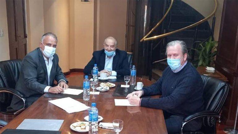 Los sindicalistas mercantiles Carlos Pérez y Armando Cavalieri con Federico Erhart