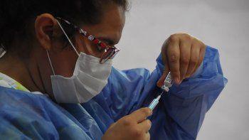 vacunaran a docentes neuquinos con las dosis chinas que llegan en dias