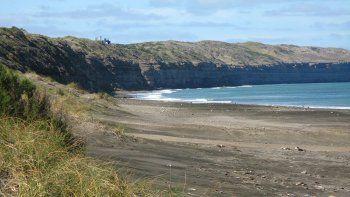 Investigan la muerte de un policía ahogado en el mar de Bahía Creek