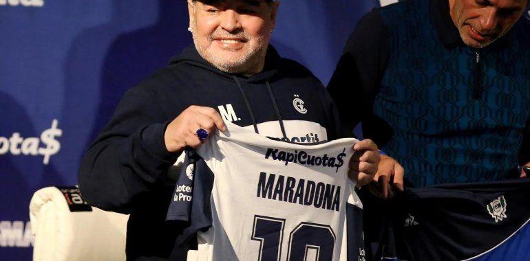 Hinchas de Gimnasia piden retirar la camiseta 10 en honor al Diego