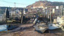 un incendio destruyo la casilla de una familia y la dejo con lo puesto