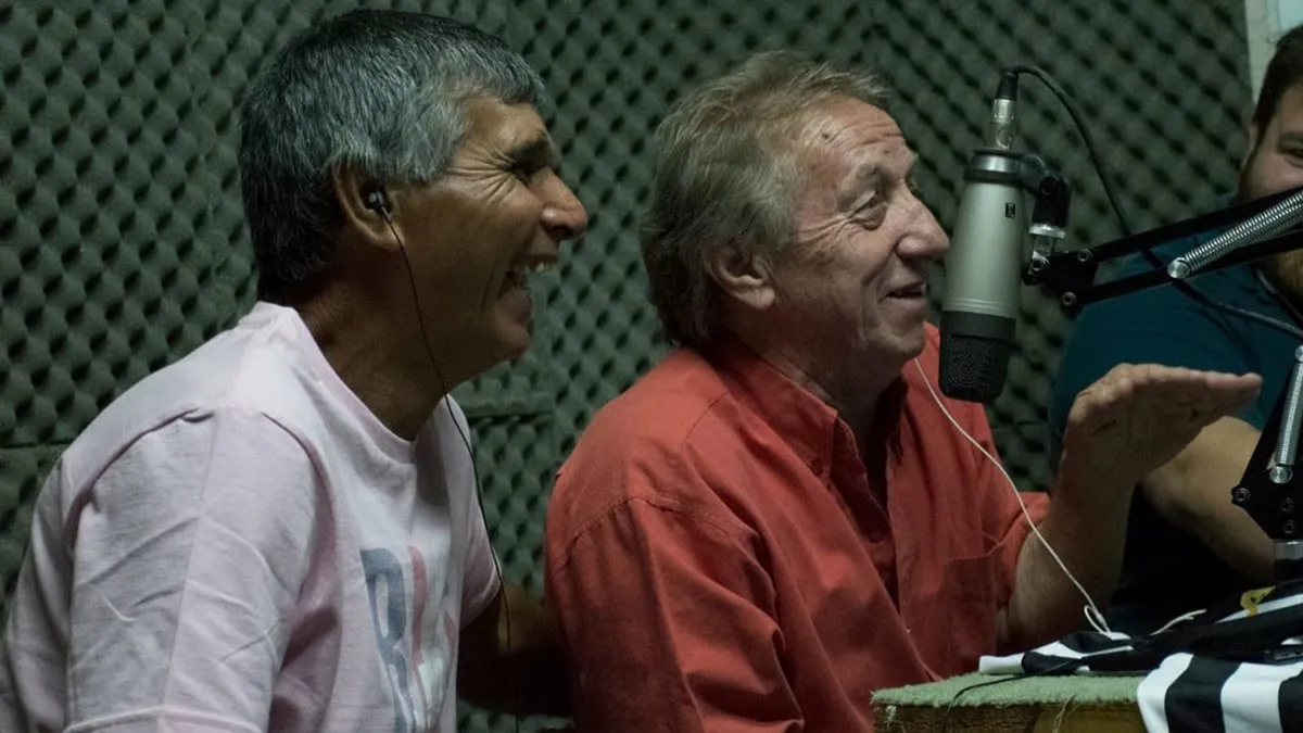 Strak junto al Conejo Díaz, en una de las entrevistas homenajes a los equipos cipoleños que jugaron en la Primera división.