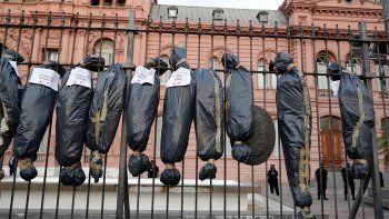 diputado neuquino reivindico las bolsas mortuorias: estuvo bien
