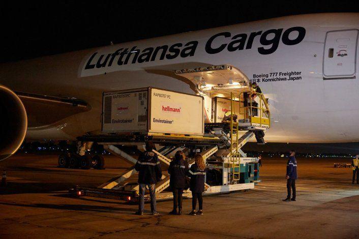 Llegó al país un cargamento de un millón y medio de dosis de Sinopharm